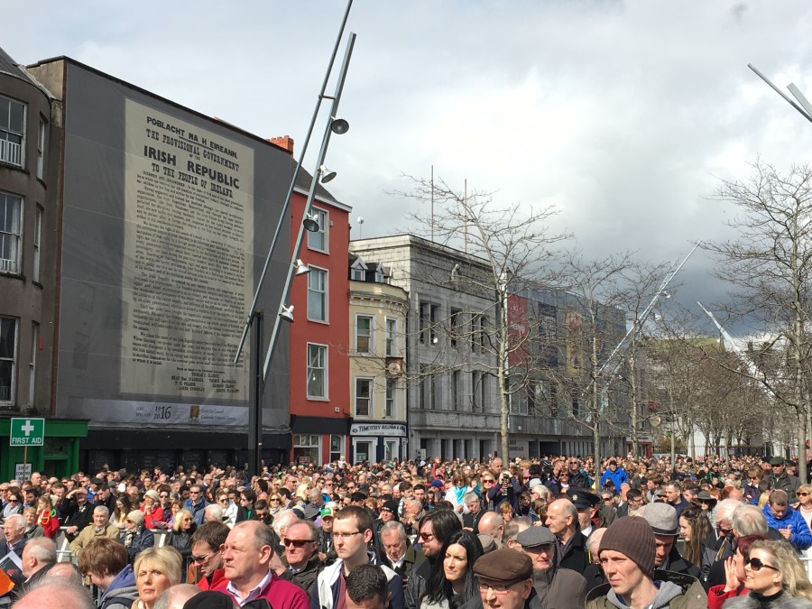 841a. Crowds beneath the printed Proclamation during the recent Easter Monday Commemorations 2016