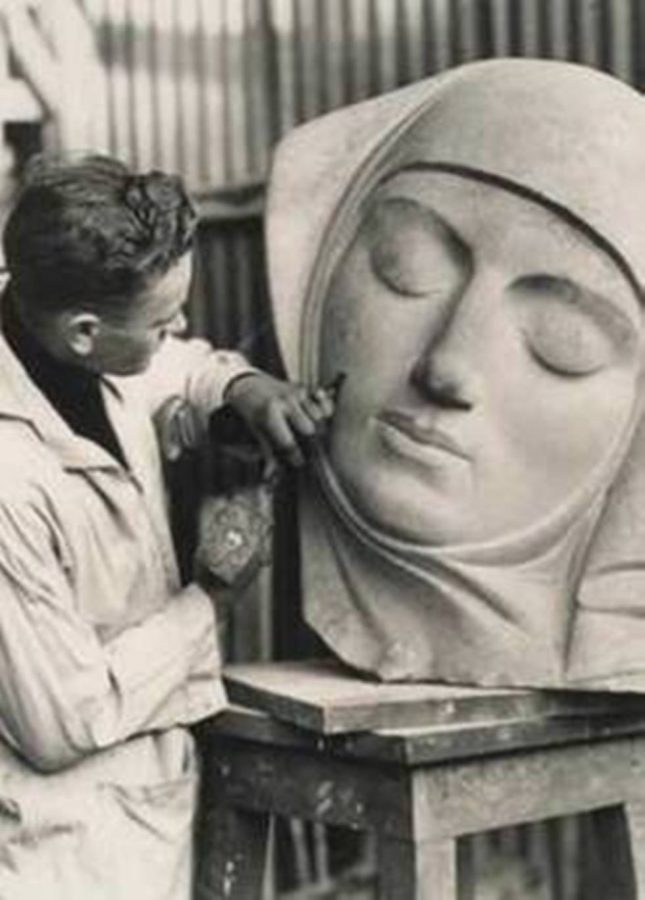 Seamus Murphy sculpting Dreamline, Fitzgerald's Park, Cork (picture: Kieran McCarthy)