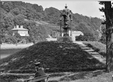 Cantillan drinking fountain, The Marina, c.1890 (picture: National Library of Ireland)