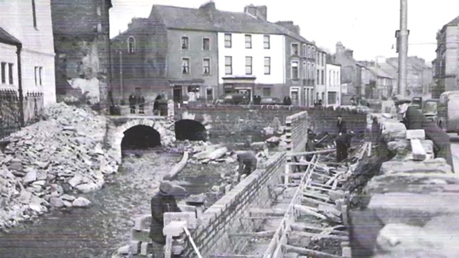 Church of the Annunciation next to Blackpool Bridge and the Kiln River, 1950s (picture: Cork City Library)