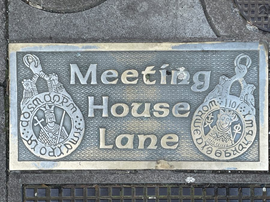 Plaque demarcating the historic Meeting House Lane for the Quaker community, North Main Street, present day (picture: Kieran McCarthy)