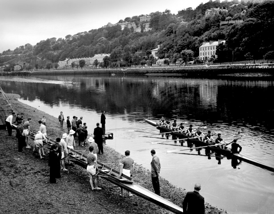 Rowing with Lee Rowing Club, The Marina, 1954 (picture: Cork City Library)